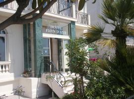 Hotel Flots d'Azur, hotel near University of Nice Sophia Antipolis - Campus Trotabas, Nice