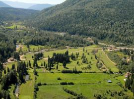 Wells Gray Golf resort and RV park by Elevate Rooms, hotel em Clearwater