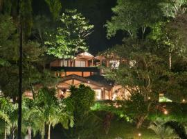 Pousada Les Roches, hotel with jacuzzis in Itaipava