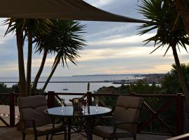 Encosta da Praia Luxury Suites, hotel cerca de Playa Grande, Ferragudo