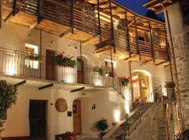 Ostello del Castello Tirano, hotel in Tirano
