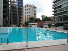 Apartamento Calle Mauricio Legendre, hotel dicht bij: station Chamartín, Madrid