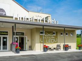 Hotel u Ledu, hotel near Aqua Park, Velké Popovice