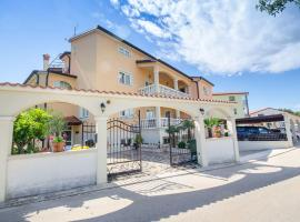 Apartments Villa Amfora, hotel near Monkodonja Hill Fort, Rovinj