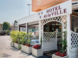 Hotel De La Ville depandance di Hotel Augustus, отель в Фано