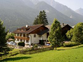 Gästehaus Rettenbacher, Hotel in der Nähe von: Kreuzjochbahn, Fulpmes