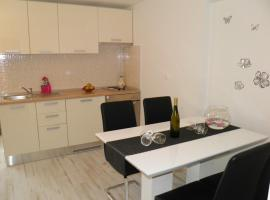 Apartment Leptir, hotel in Podstrana