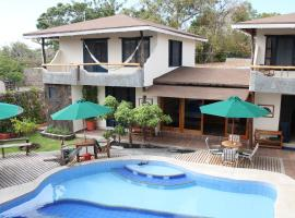 Galapagos Cottages, villa in Puerto Ayora