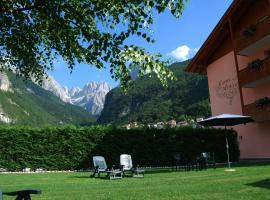 Hotel Garni Arnica, hotel in zona Lago di Molveno, Molveno