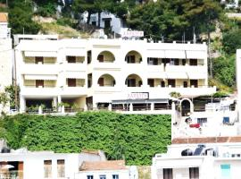 Ξενοδοχείο Χαραυγή, ξενοδοχείο στο Πατητήρι