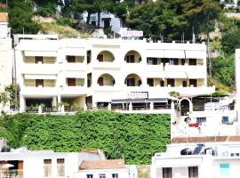 Haravgi Hotel, hotell nära Skopelos hamn, Patitiri