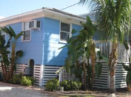 The Holiday Court Villas and Suites, motel in Fort Myers Beach