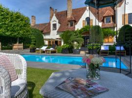 Exclusive Suites The Secret Garden, hotel near Groeninge Museum, Bruges