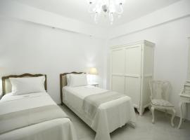 The White Suites, boutique hotel in Adamantas