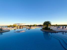 Resort Yacht Y Golf Club Paraguayo, hotel in Asunción