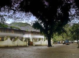 Neemrana's- Tower House, hotel near Santa Cruz Cathedral Basilica, Cochin