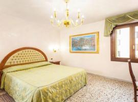 Antica Casa Carettoni, hotel near Piazzale Roma Station, Venice