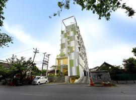 Whiz Hotel Pemuda Semarang, hotel near Semarang Poncol Train Station, Semarang