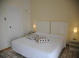 Via Capo Rooms, hotel con piscina a Sorrento