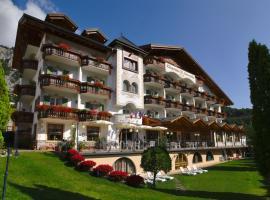 Charme Hotel Nevada, hotel near Molveno Lake, Molveno