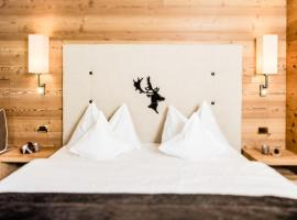 Hotel Dorfer Alpine&Charming, hotel in Selva di Val Gardena