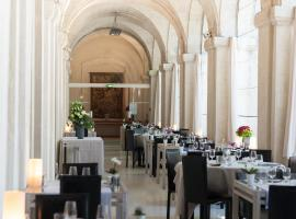 Hôtel Cloitre Saint Louis Avignon, hotel with pools in Avignon
