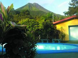 Loma Real Hotel & Hotsprings, hotel cerca de Arenal Eco Zoo, Fortuna