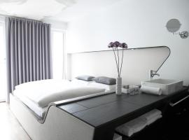 Hotel Q! Berlin, хотел в Берлин