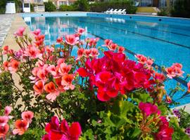 Sunshine Pearl Hotel, hotel din apropiere   de Thracian Cliffs Golf & Beach Resort, Cavarna