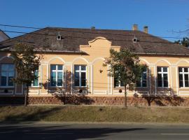 Koppányvölgy vendégház, hostel in Kőröshegy