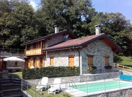 La Dolce Vita chalet, cabin in Massino Visconti