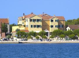 Hotel Spongiola, hotel in Brodarica