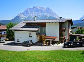 Haus Bergfrieden, guest house in Lermoos