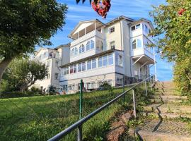 Villa Katharina - Romantikappartements mit Meerblick, holiday home in Sassnitz