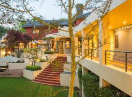 Ten Bompas Hotel, hotel near Huddle Park Golf & Recreation, Johannesburg