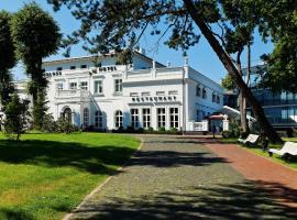 Schloss Hotel Yantarny, hotel with pools in Yantarnyy