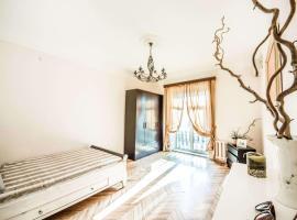 Venetian art Nouveau flat Prospekt Mira, hotel in Moscow