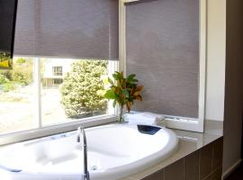 Daylesford Spa Villa One, accommodation in Daylesford