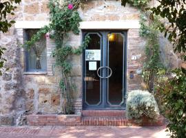 Viesnīca Hotel Scilla pilsētā Sovana, netālu no apskates objekta spa Saturnia