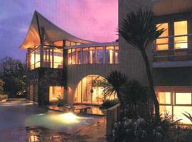 Villa Della Scala, hotel with pools in Batu