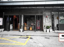 ศรีบำเพ็ญ พลัส โรงแรมในกรุงเทพมหานคร