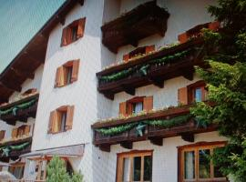 Hotel Lares, hotel a Folgaria