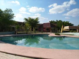 Hotel Debliz Xpujil, hôtel à Chicanna