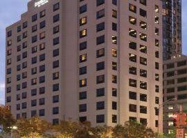 DoubleTree by Hilton Hotel & Suites Jersey City, hotel near Ellis Island, Jersey City