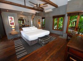 Polo Escape, hotel in Chon Buri