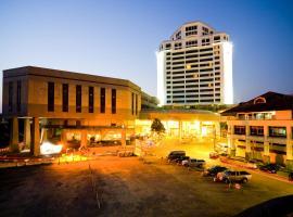 Thumrin Thana Hotel, hotel in Trang