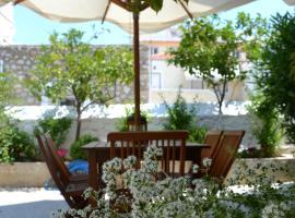Twin House, pet-friendly hotel in Spetses