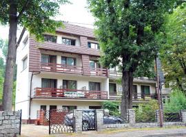 Apartamenty i Pokoje przy Parku, budget hotel in Jelenia Góra