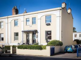 Crossways Guest House, homestay in Cheltenham