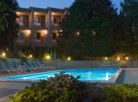 Hotel Villa Pax, hotel near Somlyo Hill Viewpoint, Balatonalmádi